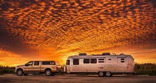 زندگی جالب جو هندریکس،در جاده های آمریکا با یک کاروان !
