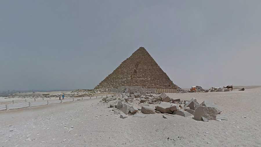 اهرم جیزه.  به کمک گوگل استریت ویو، برای بازدید از یکی از عجایب هفتگانه باستانی از طریق صفحهی کامپیوتر با گوشی هوشمندتان، تنها چند کلیک فاصله دارید