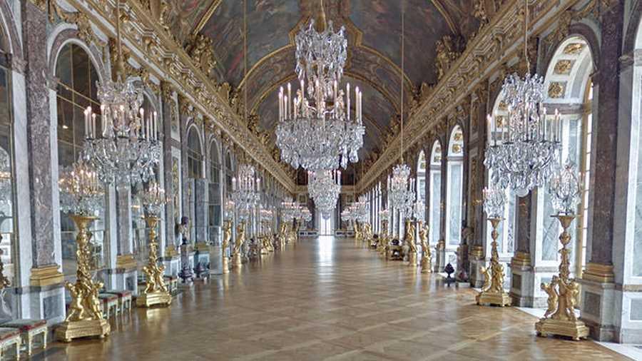 کاخ ورسای. یکی از ساختمانهای تاریخی که امکان بازدید آنها برای کاربران گوگل استریت ویو وجود دارد، کاخ ورسای و باغ بینظیر آن است