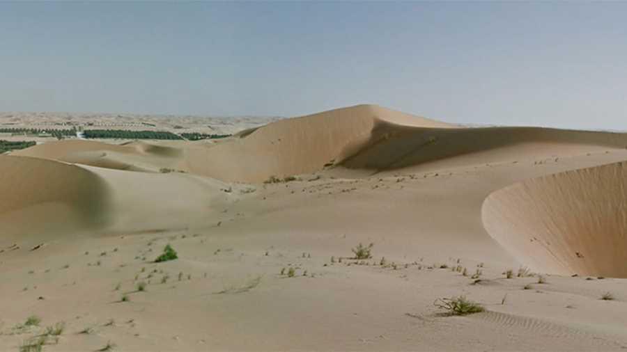 واحه لیوا.  یکی از زیباترین مناطق کشور امارات، واحهی لیوا است که در حال حاضر به کمک تصاویری که با دوربینهای نصبشده روی شتر گرفته شدهاند، میتوان فارغ از گرما و سایر ناملایمات صحرا از آن بازدید کرد