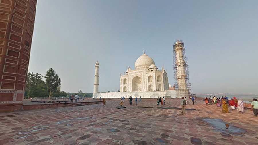 تاج محل.  کسی نیست که با این سازهی حیرتانگیز با تاریخچهی جذاب و معروف به تاج جواهرنشان هند آشنا نباشد. برای نگاهی نزدیک به آن
