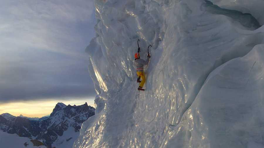 قله مون بلان. جدیدترین موقعیت افزودهشده به گوگل استریت ویو، بلندترین قلهی رشتهکوه آلپ به نام مون بلان، مشهور به بانوی سفیدپوش است و اکنون میتوانید در گرمای خانه، گردشی کوتاه و امن در یکی از سردترین و خطرناکترین نقاط اروپا داشته باشید