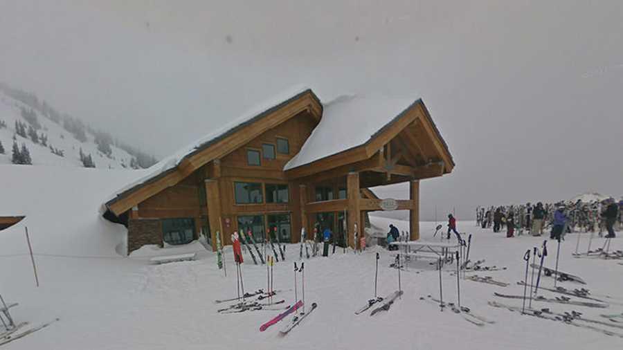 کوهستان کریستال. با جستجو در گوگل استریت ویو،  تعداد زیادی اقامتگاه و پیست اسکی پیدا میکنید که یکی از زیباترین آنها، اقامتگاه کوهستانی کریستال در ایالت واشنگتن است