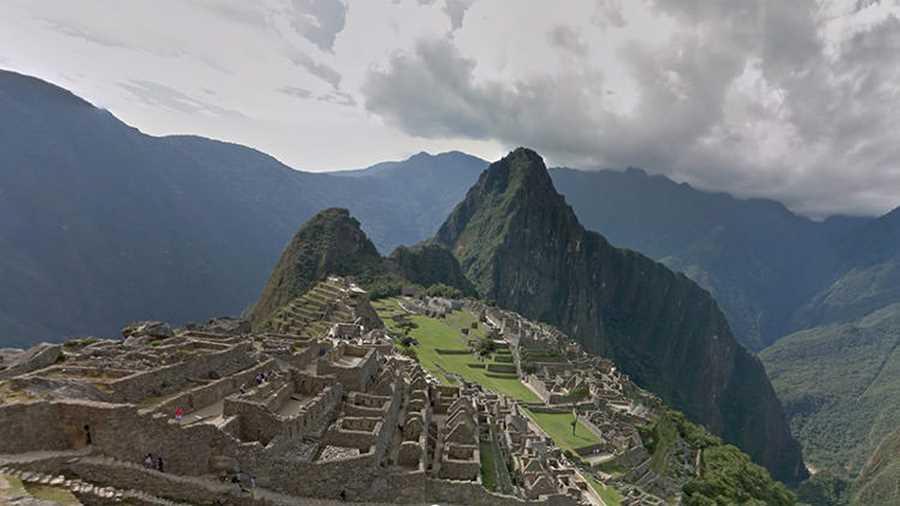 ماچو پیچو. گشتوگذار در مناطق کوهستانی کشور پرو و تماشای آثار باقیمانده از تمدن بزرگ اینکا علاقهمندان زیادی دارد و حال به لطف دوربینهای گوگل استریت ویو امکان این کار حداقل بهصورت مجازی برای همه مهیا شده است.