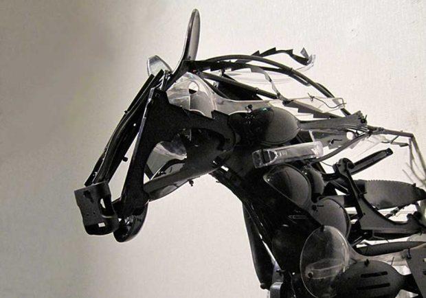 تصاویری از ساخت مجسمه با پلاستیک بازیافتی