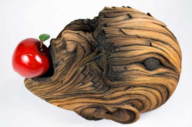 تصاویر محسور کننده از مجسمههای سرامیکی در نمای چوب