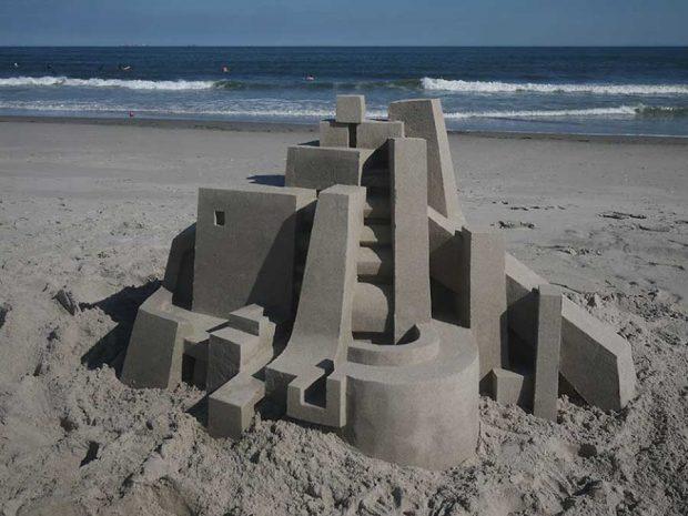 قلعه های شنی به سبک معماری بروتالیست هنر دستان کالوین