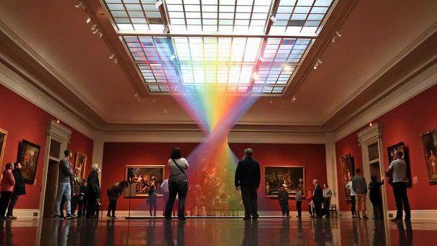 رنگین کمان مصنوعی که از هزاران رشته رنگی ساخته شده
