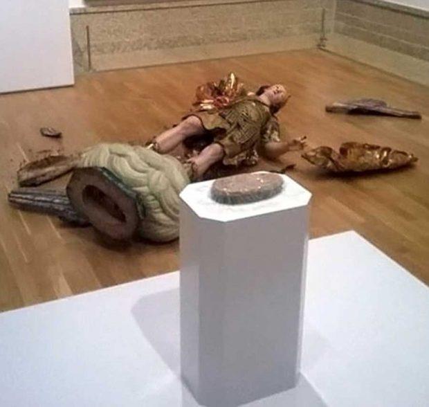 گرفتن عکس سلفی به قیمت شکسته شدن مجسمه قرن هجدهمی موزه لیسبون